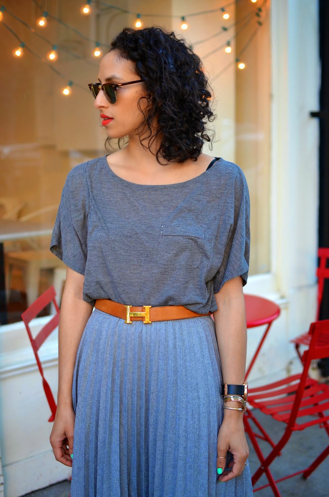 short curly hair, spring style, SF style, red lips, Ray Ban Clubmasters