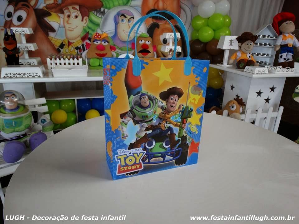 Enfeites de mesa com o tema Toy Story para festa infantil
