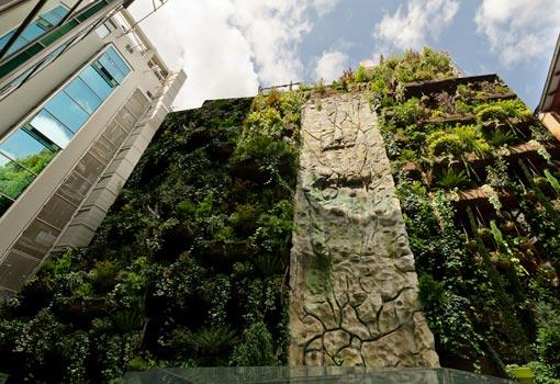 Jardin vertical el jard n vertical del hotel mercure for Le jardin hotel mercure