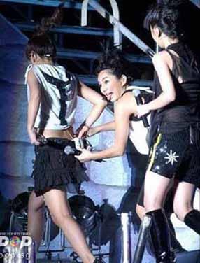 Saat Memalukan (Pakaian) Artis Seluruh Asia Di Atas Pentas