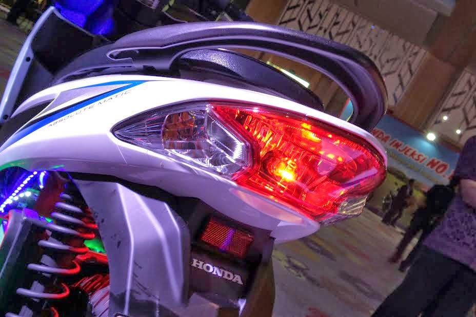 Selain dari segi kapasitas mesin, New Honda Vario FI yang diluncurkan PT Astra Honda Motor di Holiday Inn, Jakarta, bersamaan dengan New Honda Blade 125 FI, ternyata banyak perbedaan jika dibandingkan dengan Honda Vario 125 yang sama-sama menggunakan mesin teknologi injeksi.