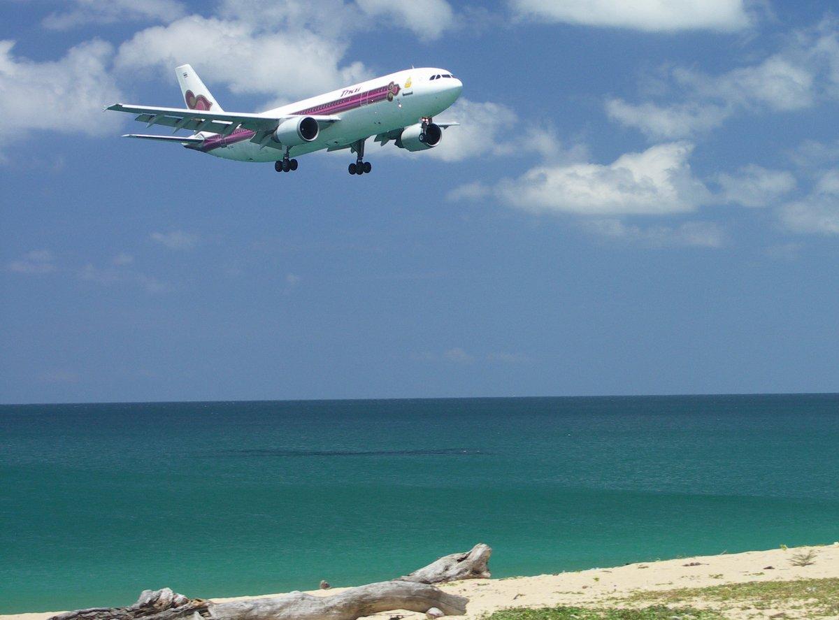 http://2.bp.blogspot.com/-Zva99mWozOg/Tc66vYrr0bI/AAAAAAAAAaA/JZCVIWqdWEw/s1600/phuket-airport-02.jpg