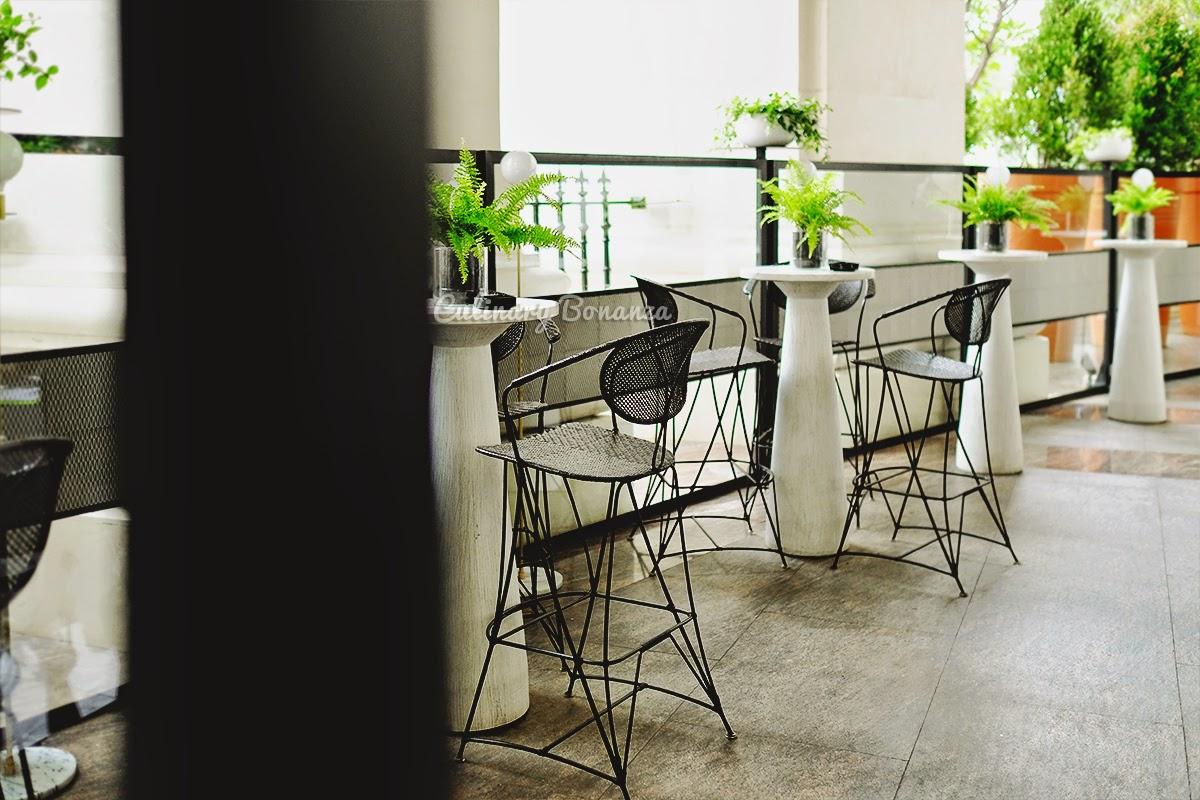 Outdoor lounge at GIA Italian Restaurant and Lounge Jakarta (source www.culinarybonanza.com)