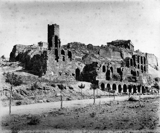 παλιά Αθήνα-παλιές φωτογραφίες της Αθήνας-Αθήνα–Ωδείο Ηρώδη του Αττικού-λόγια απλά