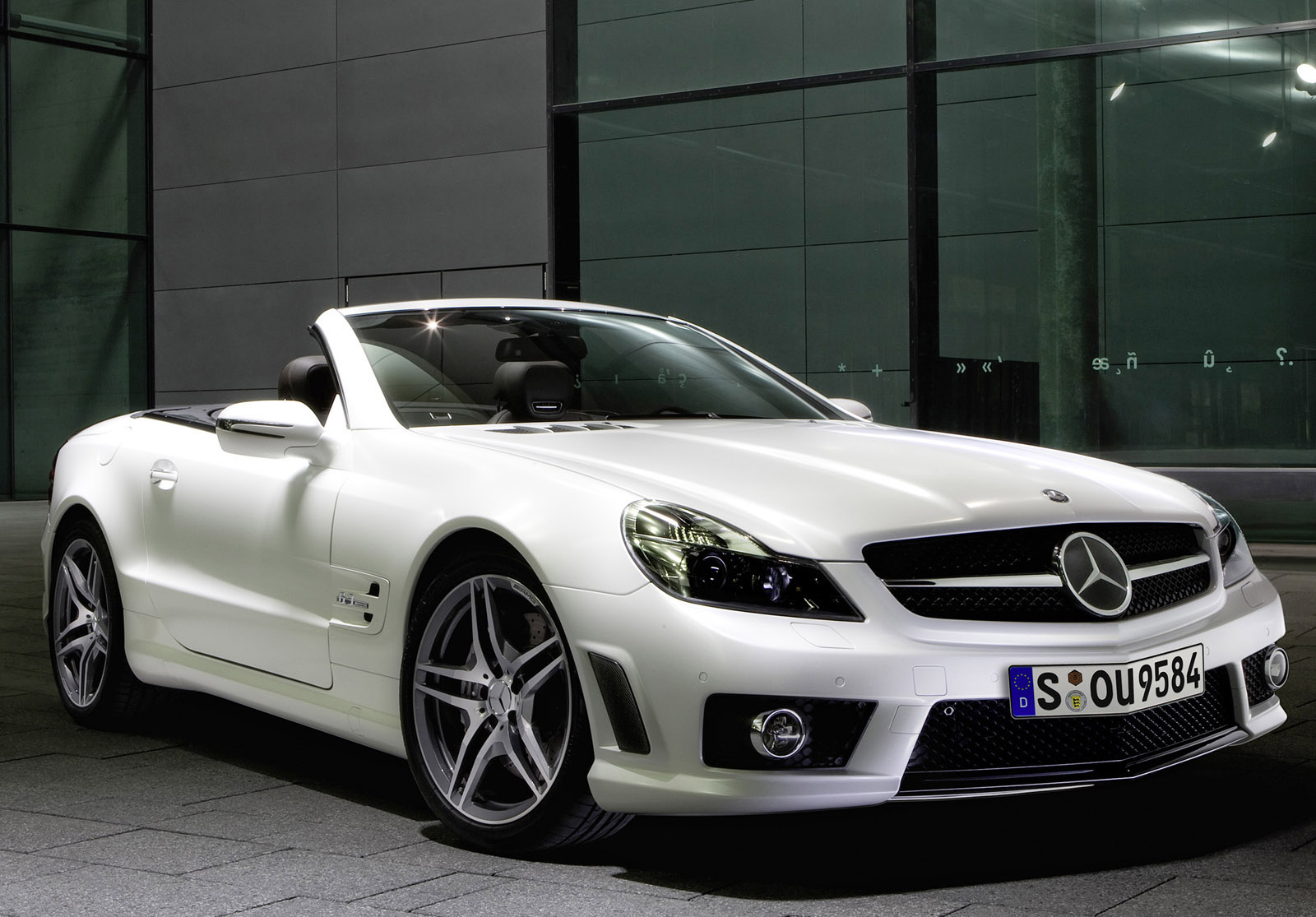 Action cars luxury of mercedes benz car for Mercedes benz sports cars