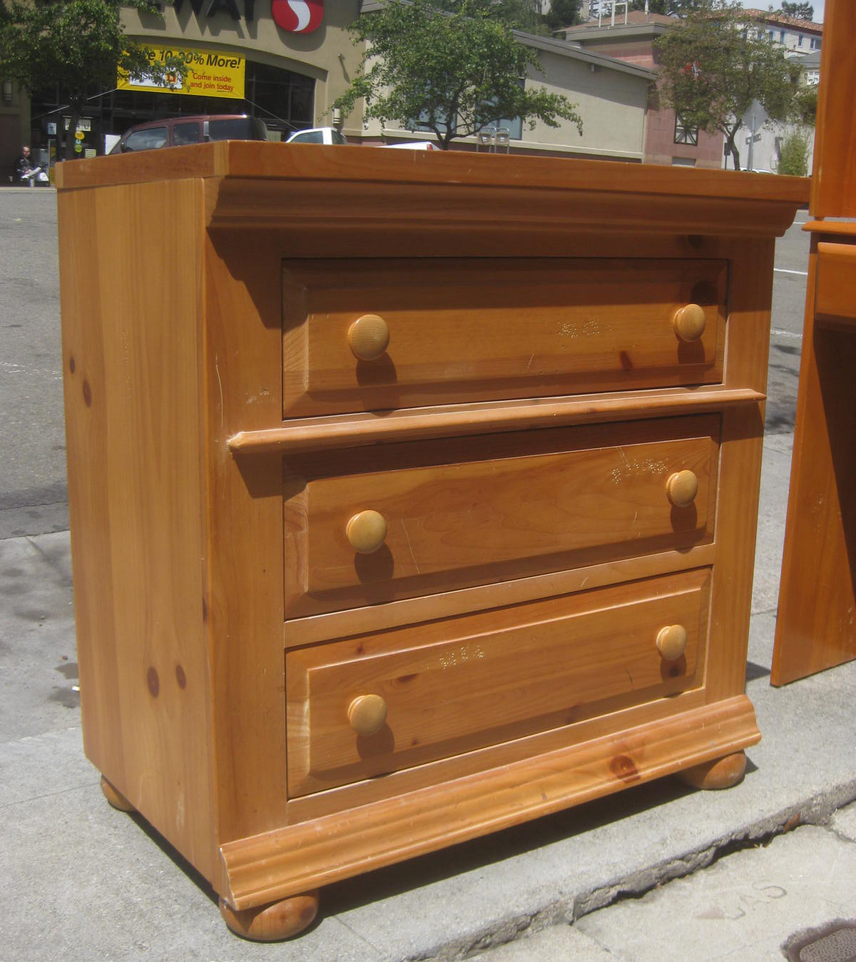 Sold Pine Broyhill Chest Of Drawers