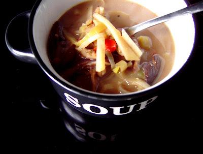Sopa de setas con fideos de patatas