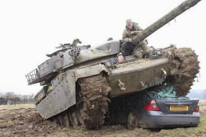 Sadis, Menghancurkan Mobil oleh Tank