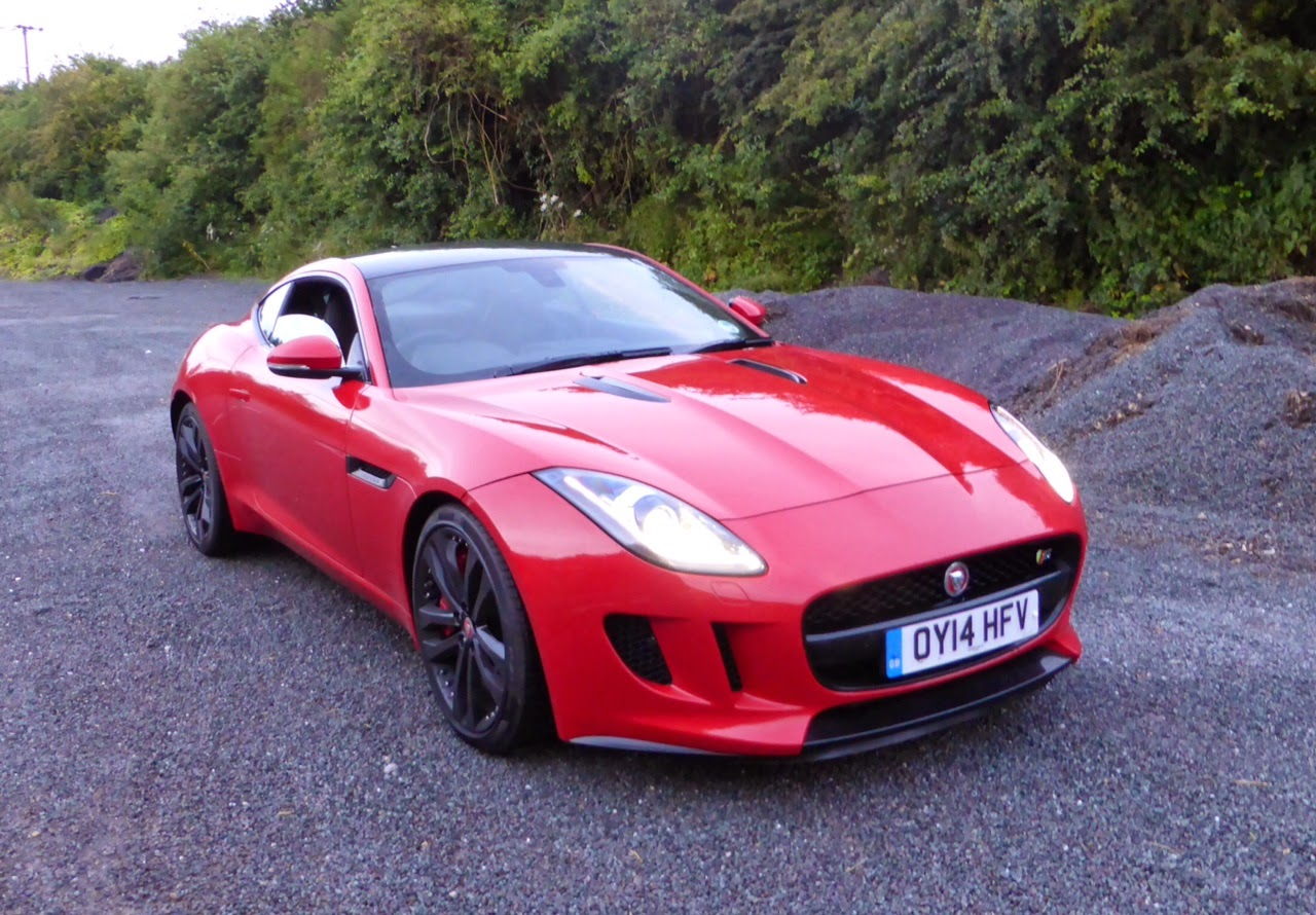Jaguar F-Type Coupe V6 S in Salsa Red