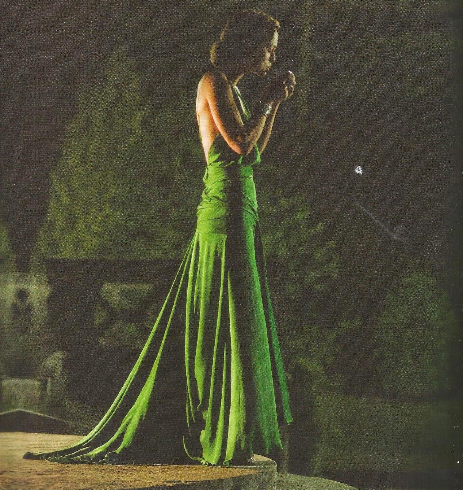http://2.bp.blogspot.com/-ZwNeNkG9gD8/UO8Ct0Yv_HI/AAAAAAAAA3s/sbQyOWvEslA/s1600/robe+soie+emeraude+Keira+Knightley.jpg