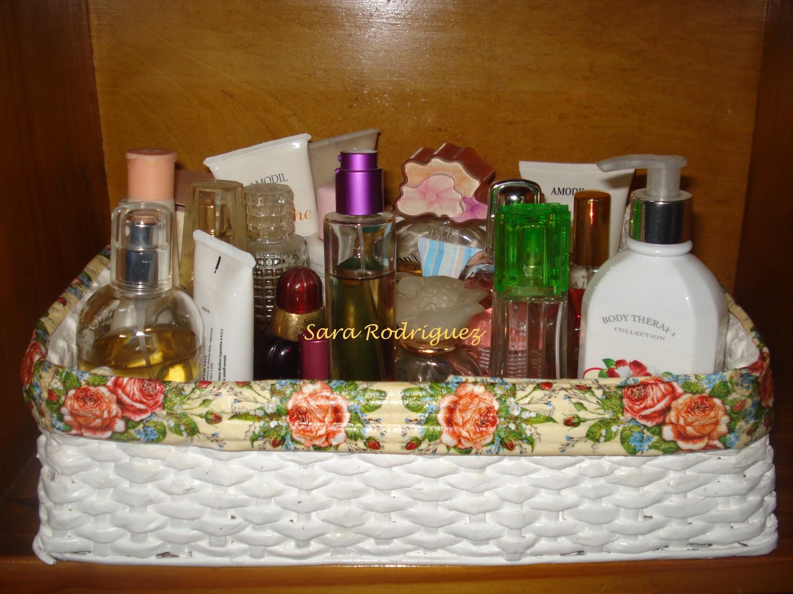 La casa de los mu ecos caja tejida con papel peri dico para guardar perfumes - Perfumes en casa ...
