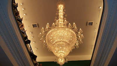 Yeah, this chandelier is really big, has a lot of glass, and looks really cool.