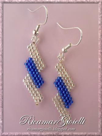 Orecchini in brick stitch con disegno diagonale