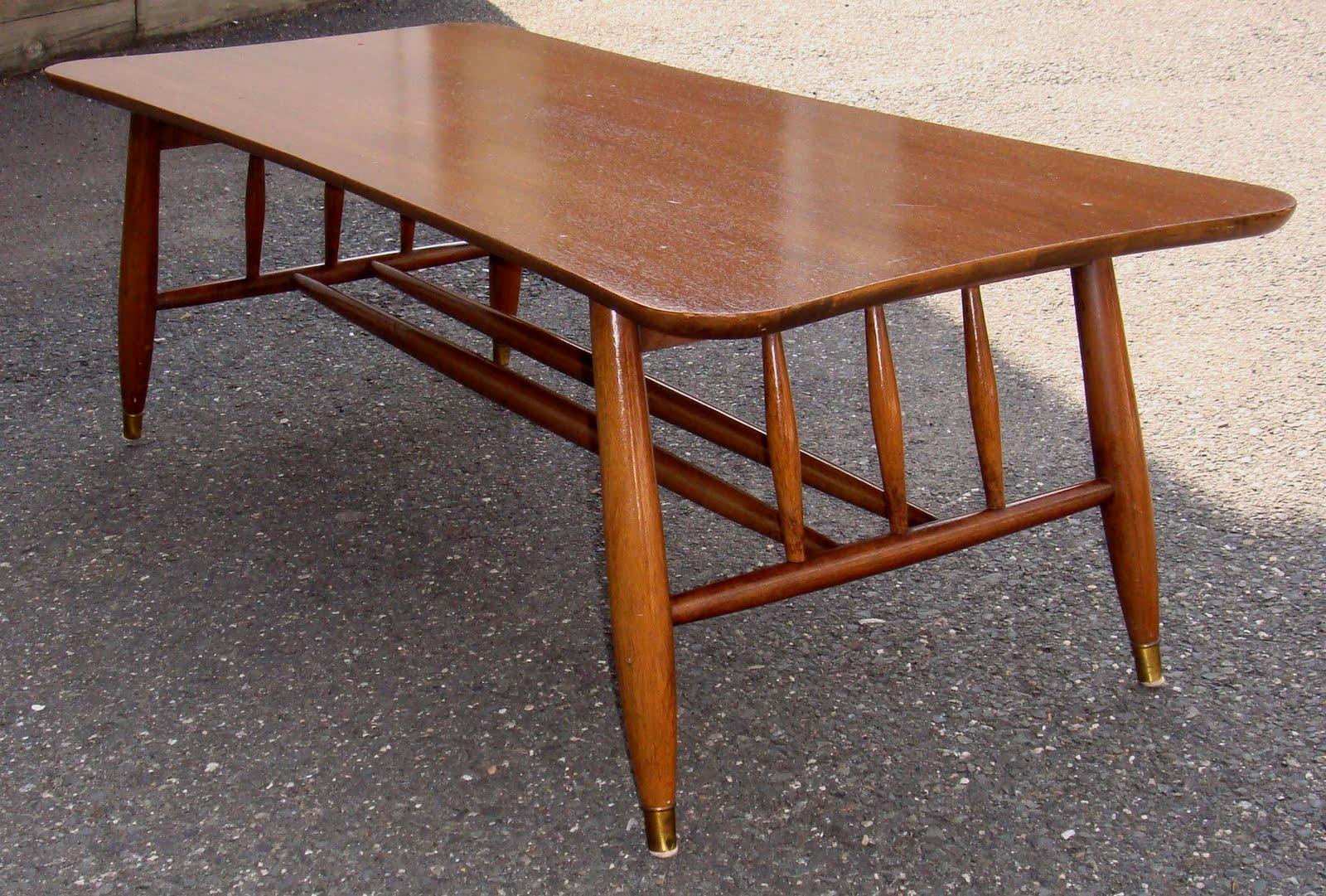 http://2.bp.blogspot.com/-ZwW6F-zD8j0/TYWFDMOe8oI/AAAAAAAAAPo/hUUJD4Pcjok/s1600/curved+coffee+table3.jpg