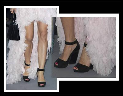 Detalle del bolso y los zapatos de Carlota Casiraghi en el Baile de la Rosa 2013