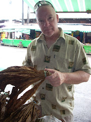 Tomahawk buying Tobacco hands at the carbon market, Cebu, Philippines