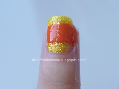 On the ring finger of Happy Halloween Nail