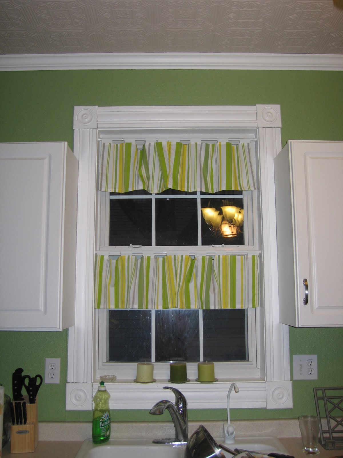 Lotte Lu And Brother Too: DIY CHEAP Kitchen Curtains