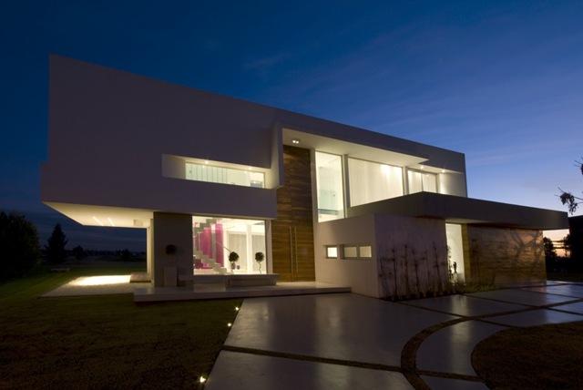 Casas minimalistas y modernas casa modernas de vanguarda for Casas minimalistas en argentina