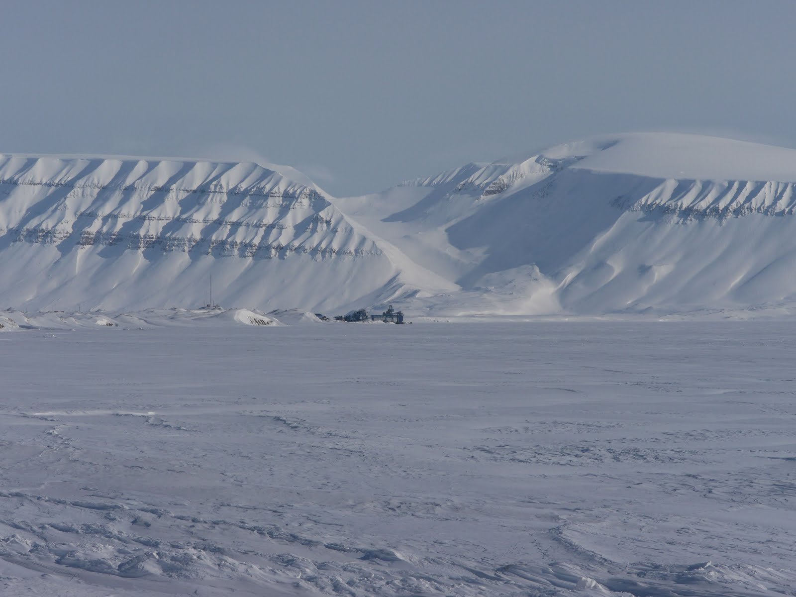 http://2.bp.blogspot.com/-ZxlbeHxEfPQ/TdZ-bMmIkzI/AAAAAAAAANw/pCxefQOvJn8/s1600/Svalbard1.jpg