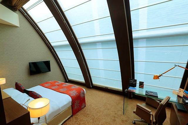 Uranus Suite City Facing bed room