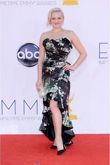 Elizabeth Moss vestido de Dolce & Gabbana Emmy 2012.