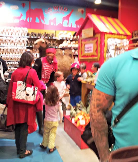 Hamleys, London, Toys, Puppet Show