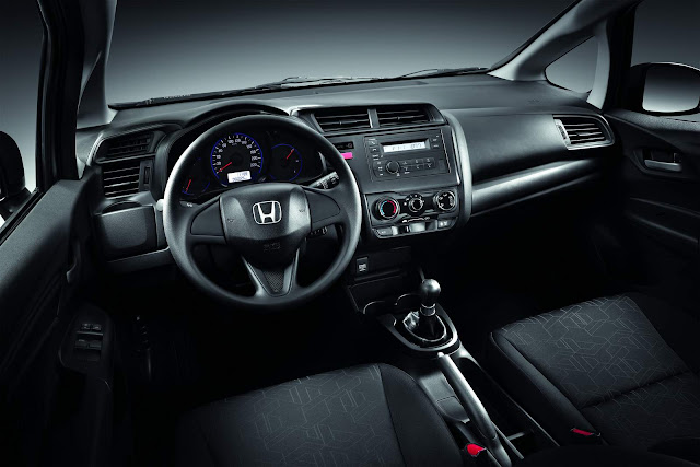 Honda FIT DX 2016 - interior