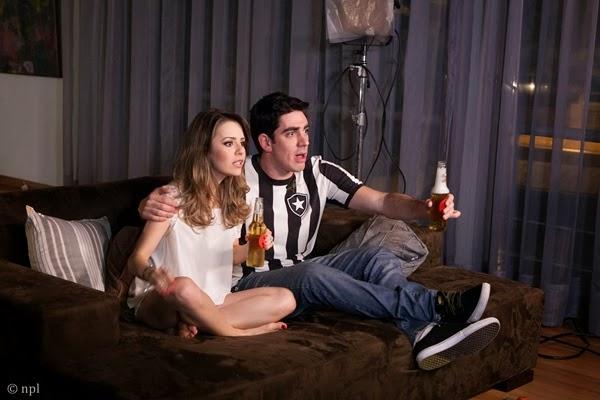 Sandy e Marcelo Adnet no clipe Escolho você