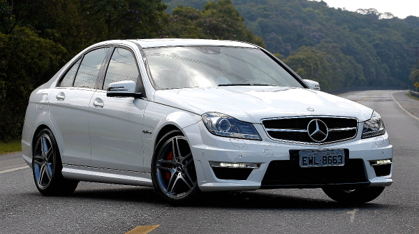 mercedes garage mercedes c 63 amg for a bruta. Black Bedroom Furniture Sets. Home Design Ideas