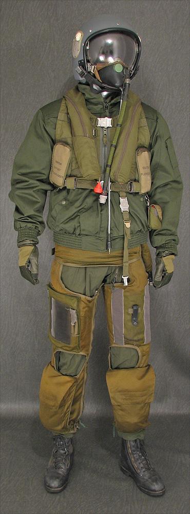 Souvenez vous 44 equipements du pilote francais apres 1945 - Equipement de chasse ...