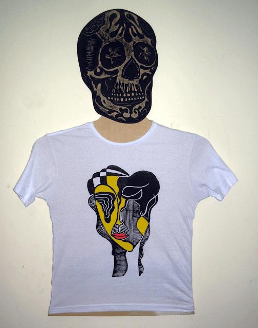 "Camiseta Babylook estampada em Xilogravura - Série ""Máscaras"""