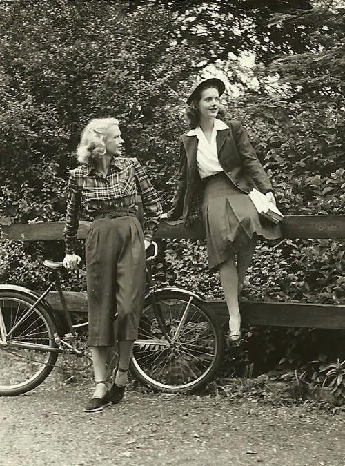 The Flying Wheel 1950 S 60 S Woman S Bike Fashions