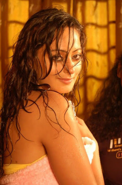 Kaaveri Jha wet photos