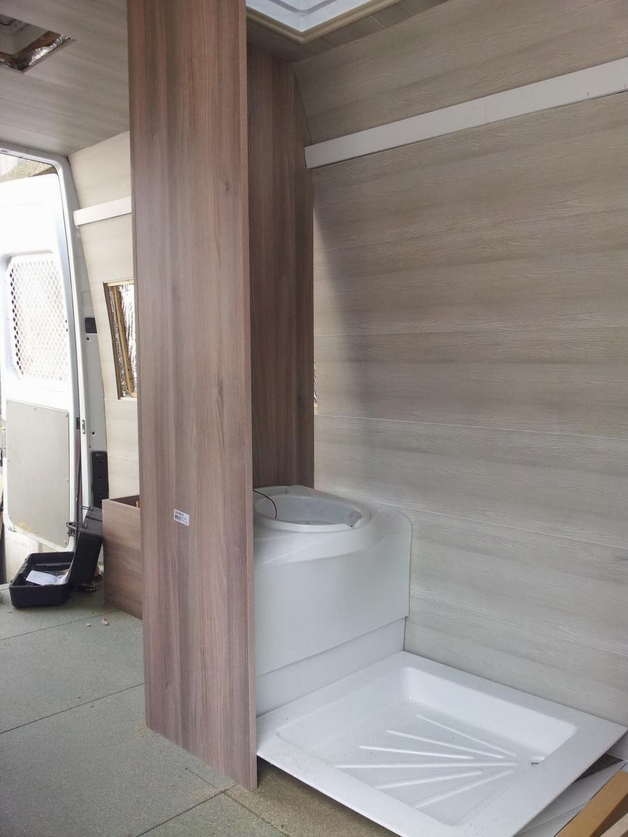 Am nagement d 39 un sprinter en camping car cloisons et for Amenagement salle de bain camping car