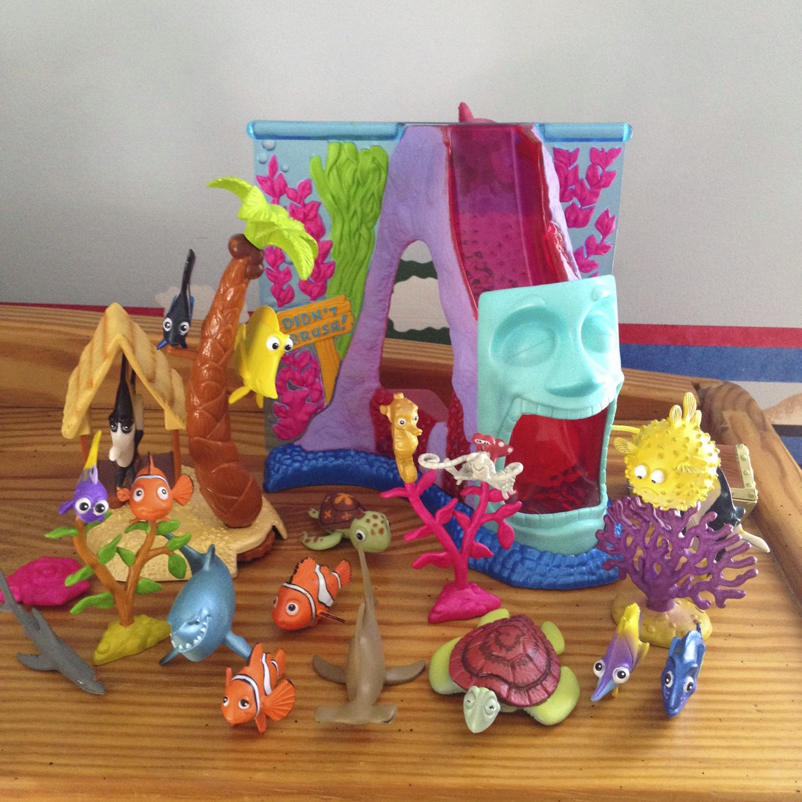 Finding Nemo: Hasbro Aquarium Adventure Play Set + Aquarium Gang U0026 Ocean  Gang Figure Gift Packs Part 97