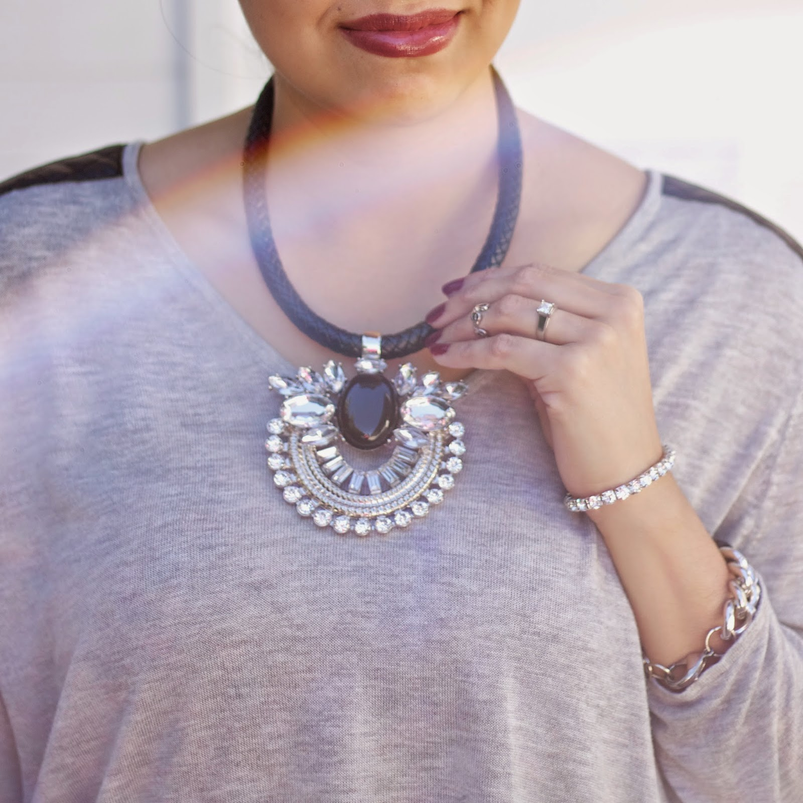 how to wear a statement necklace, topshop statement necklace, wearing statement necklaces with casual outfit, how to dress up a casual outfit, add sparkle with jewelry, statement necklace, black and sparkly necklace, bareminerals moxie lipstic, how to wear bareminerals moxie lipstick
