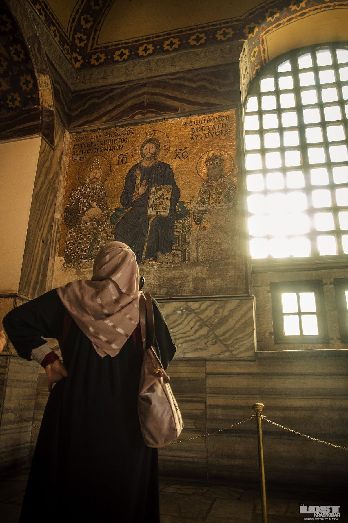 Туристы в соборе Святой Софии