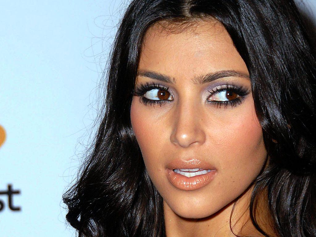http://2.bp.blogspot.com/-Zz_OtclU--0/TrOvtb-ba8I/AAAAAAAAA98/FlxvvfF37qY/s1600/Kim-Kardashian-hq_wallpaper_eyes.jpg