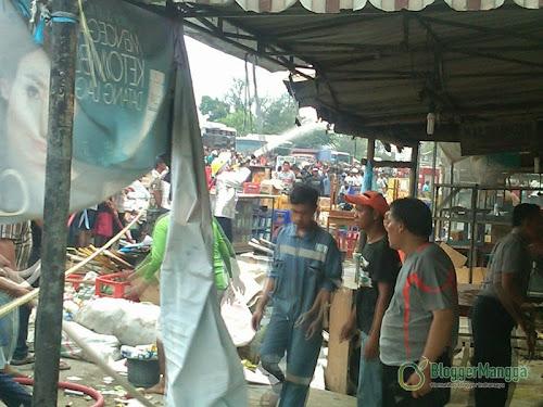 foto kebakaran pasar kertasemaya 15