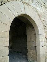 El portal adovellat de l'entrada del Castell de Castellcir