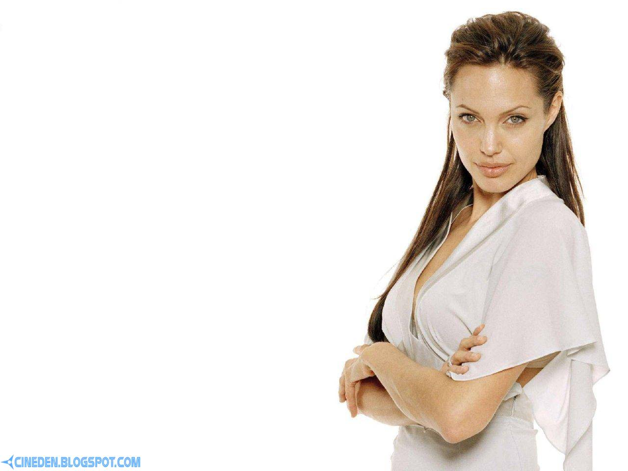 Angelina Jolie opens school in Afghanistan