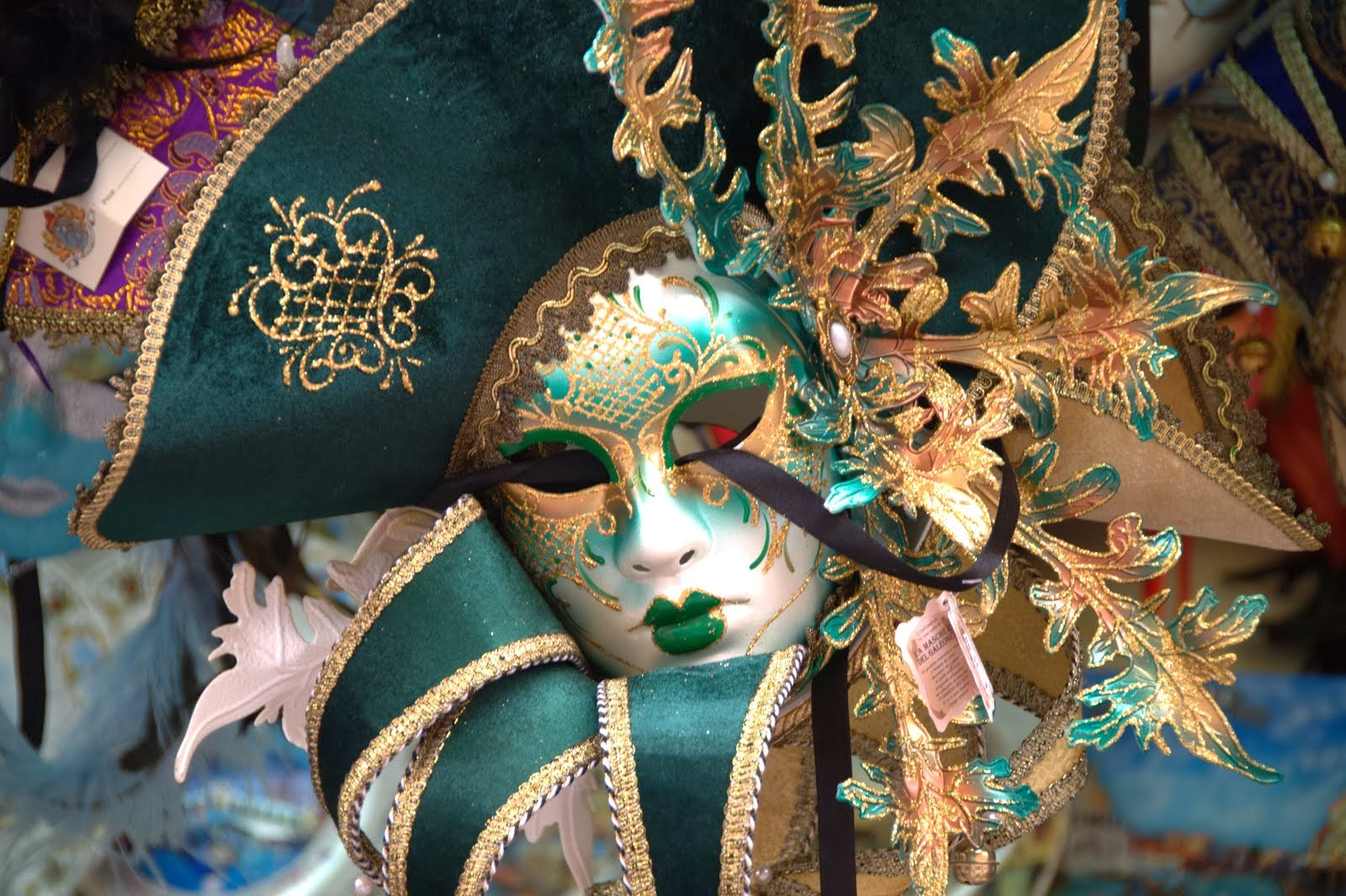 """""""Una maschera ci dice più di una faccia"""". Oscar Wilde"""