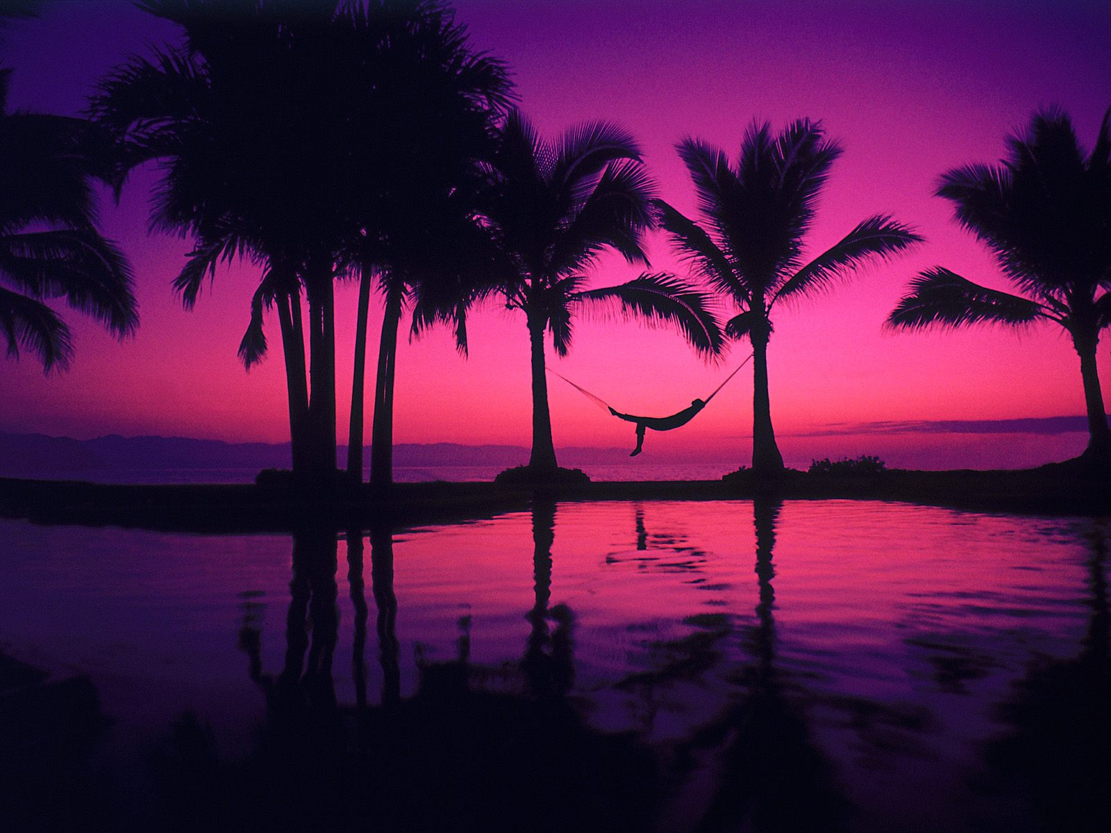 http://2.bp.blogspot.com/-_-SBgmIElq0/UEH1eSH_zkI/AAAAAAAADf4/ORHk6Va_-_4/s1600/6478_beach_hd_wallpapers_purple_sunset_sea.jpg