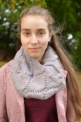 Dimples Cowl knitting pattern from Katya Frankel