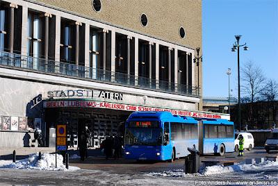 stadsbuss, teaterbesök, bussresa, göteborgs stadsteater, götaplatsen, göteborg, bussreparation, trasig buss, lokaltrafik, västtrafik, foto anders n