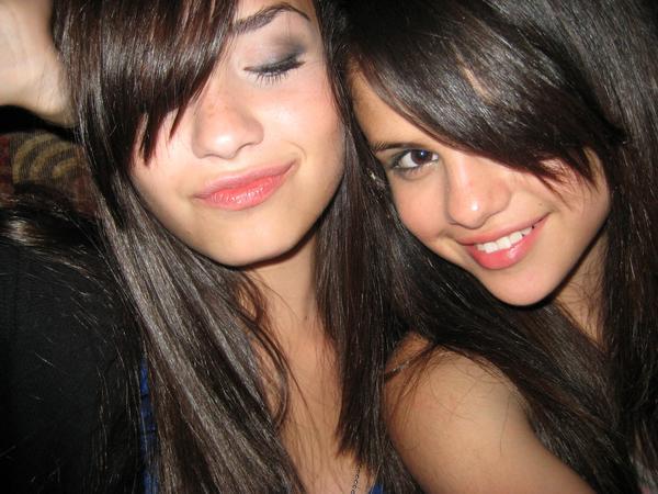 Seguir Viviendo!....--->Joe & Tu<--- - Página 4 Selena_demi_best_friends_forever