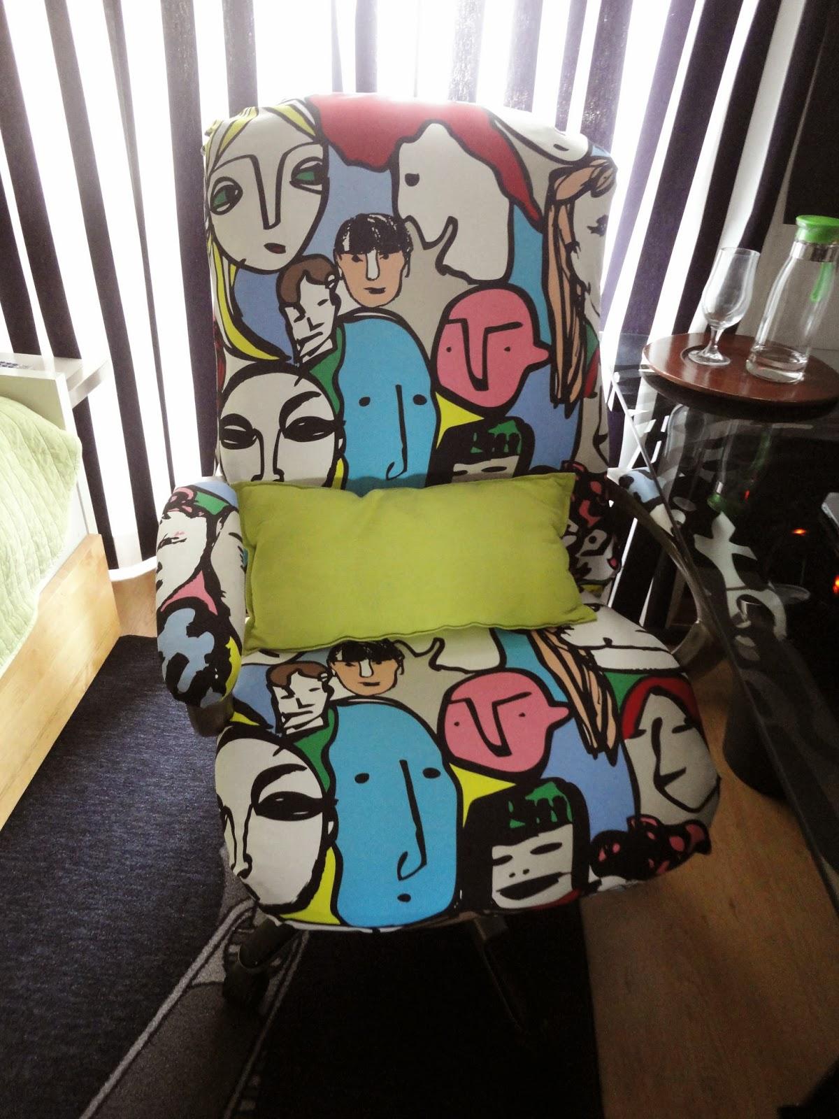 Forrar uma cadeira escritorio
