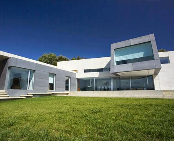 Beautifully tone contemporary style concrete and glass for Aesthetic house design