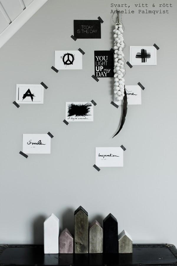 vykort, prints, artprint, kort, konsttryck, tavlor, på väggen, svart och vitt, svartvita tavlor, svarta motiv på vit botten, snäckor som dekoration, fjäder, dekoration, detaljer, inredning, washitejp, svart tejp med vita kors, gråmålad vägg, diy, ateljé, arbetsrum, inspiration, vykort med text, kors, peace,